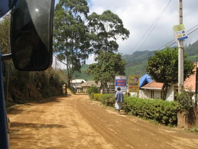 Придорожное тамильское поселение