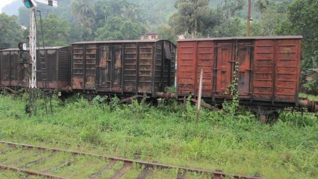 Старые вагоны на станции Навалапития