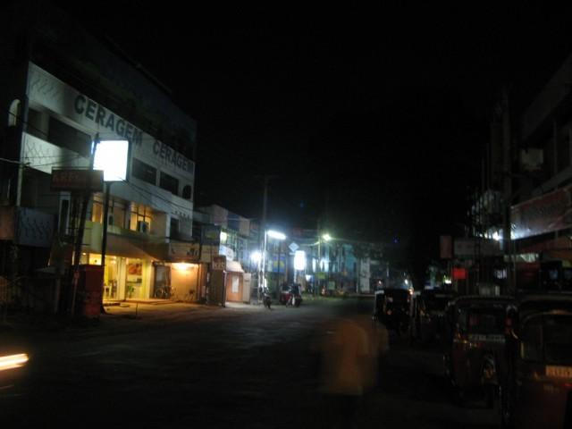 Ночной Негомбо возле станции