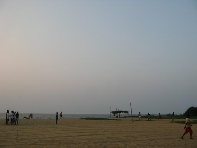 Пляж Кудападува в шестом часу вечера