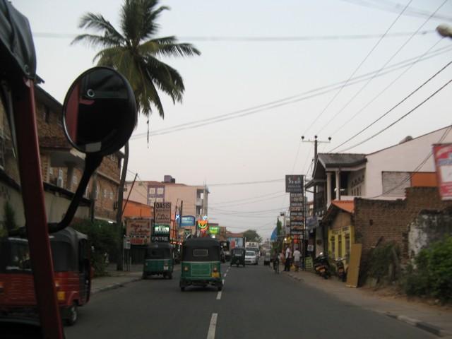По улицам вечернего Негомбо