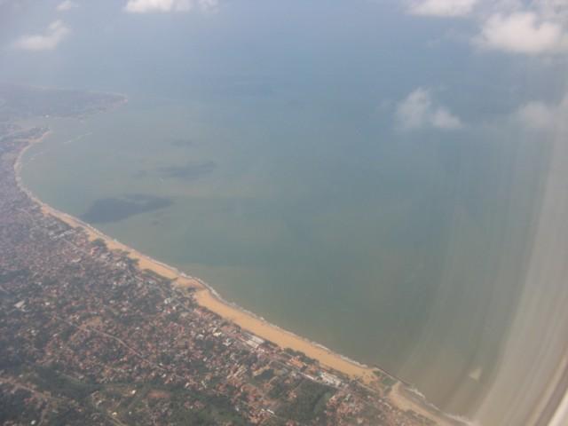 Фото из января 2011. Район Негомбо с воздуха. Где-то там справа внизу - Кудападува
