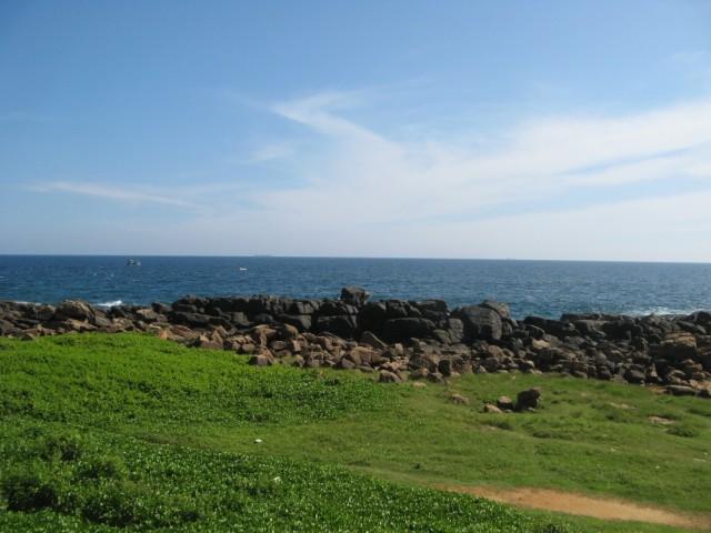 Фото из января 2011. Слева - Бенгальский Залив, прямо - Индийский Океан, справа - Лаккадивское Море