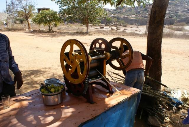 Аппарат,который делает вкусный тростниковый сок