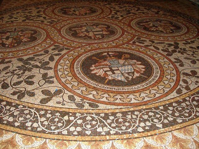 мозаичный пол коридора задней части