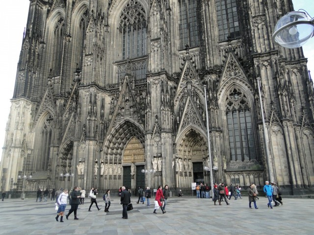 центральный фасад с тремя порталами
