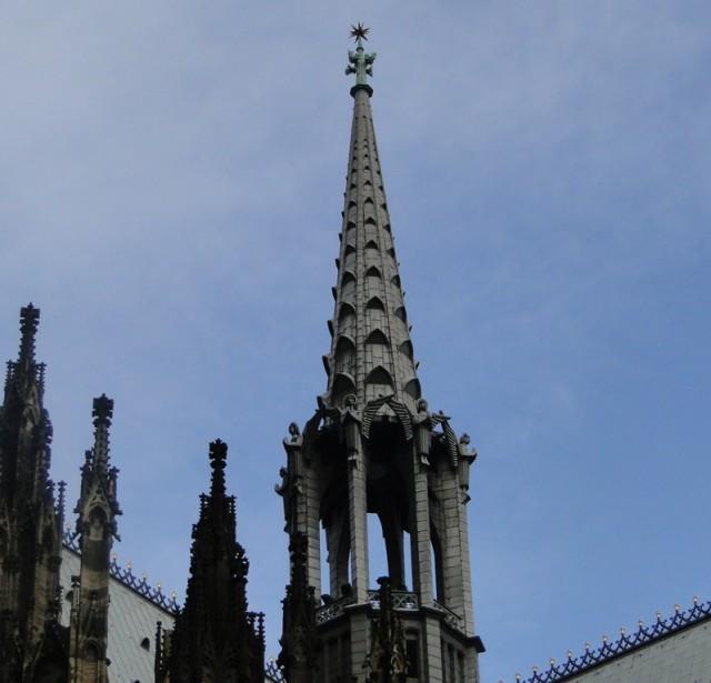 шпиль правой малой башни