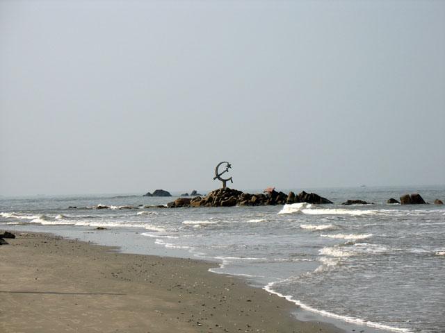 Серп и молот в Индийском океане (побережье Кералы)