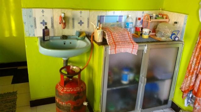 Кухонный уголок с плитой