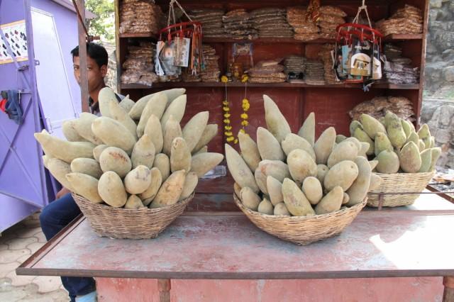 так их продают на местном рынке Штука 35 руп. И цену не опускает.