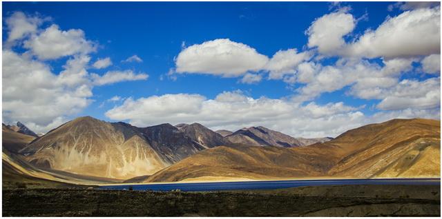 Горное озеро Пангонг, высота 4300м
