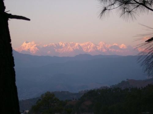 Гималаи в лучах заходящего солнца