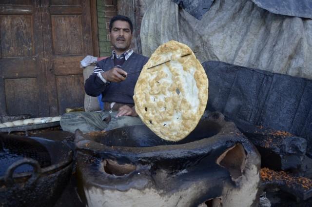 огромный кашмирский хлеб