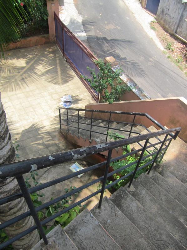 спускаемся с лестницы