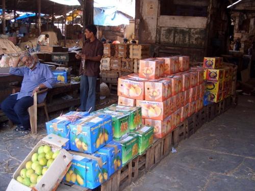 """""""Кому манго? А вот манго кому?"""" Продажа манго на Crawford market. Mumbai"""
