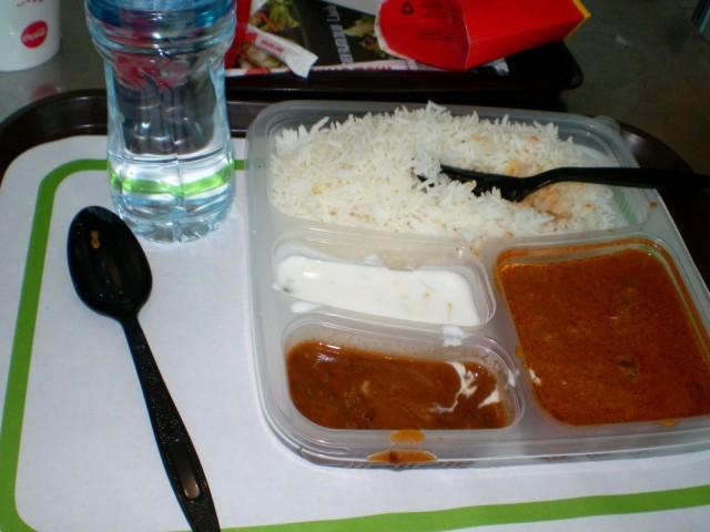 Индийская еда в аэропорту Дубаи