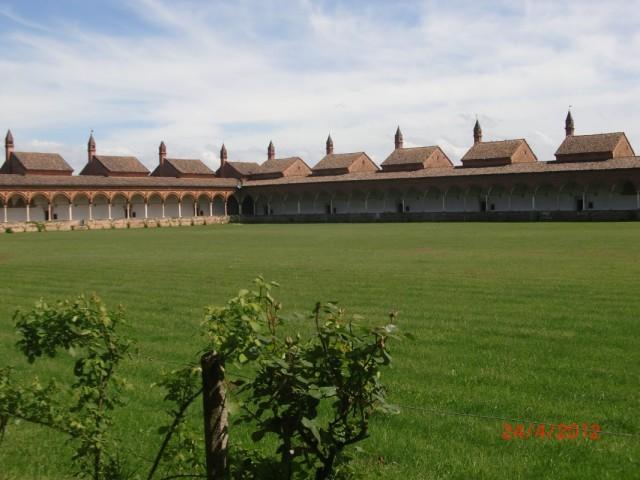 Чертоза-ди-Павия, монастырский дворик