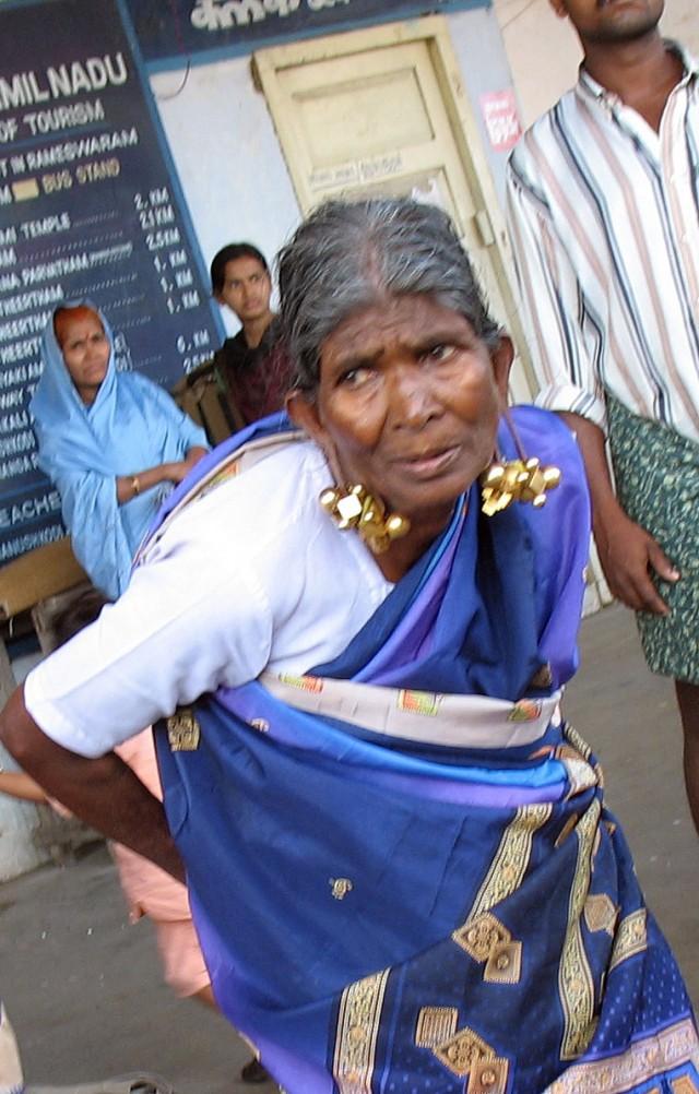 """Индийская """"золотая"""" бабушка в Рамешвараме"""