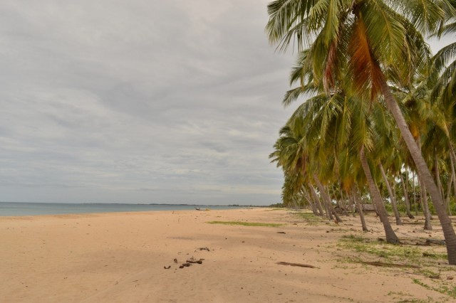 Пляж между Калькудой и Баттикалоа