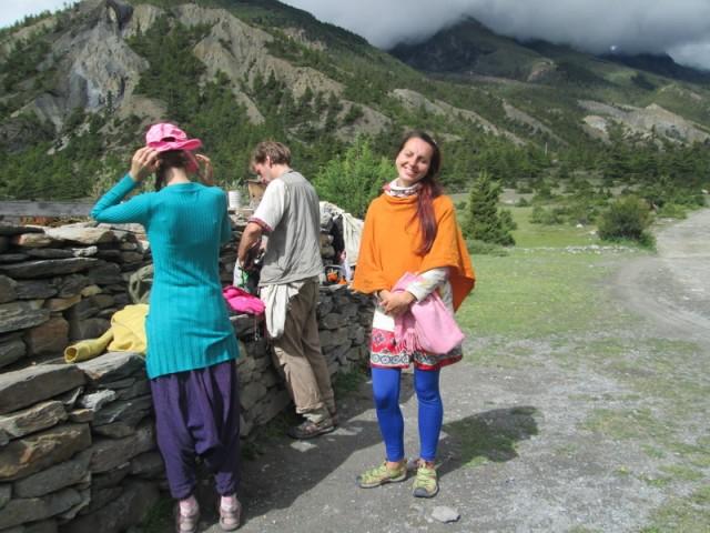 Есть подозрение, почему у нас не проверили пермиты.. Со стороны мы похожи на.. тибетских переселенцев :)