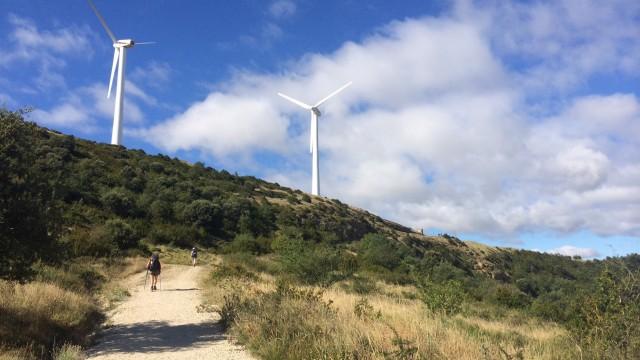 ветряки это мегакруто, особенно, когда стоишь под ним, а он крутится!!