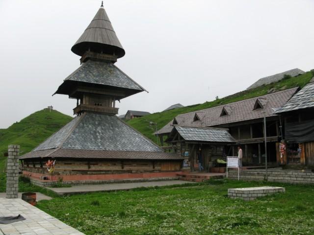 Храм у озера