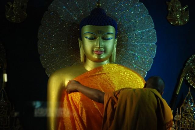 Новый наряд для Будды