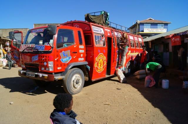Грузовик автобус на Маралал
