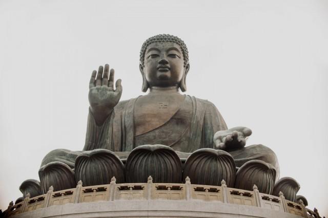 Приветливый огроменный Будда