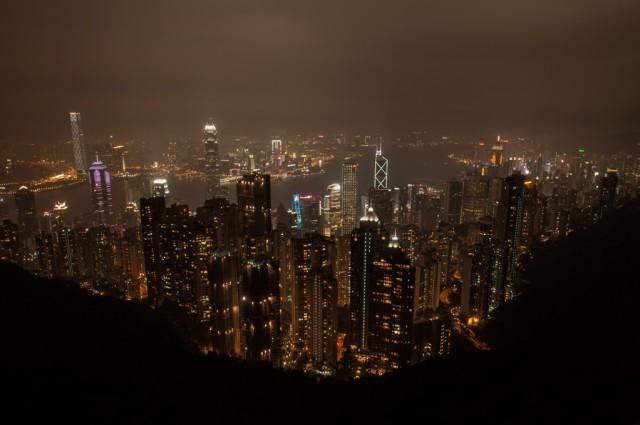 Вид с высока на ночной Гонконг