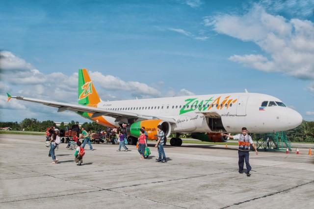 Самолет в аэропорту Тагбиларана