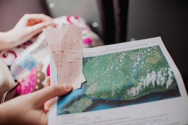 Билеты на автобус и карта острова