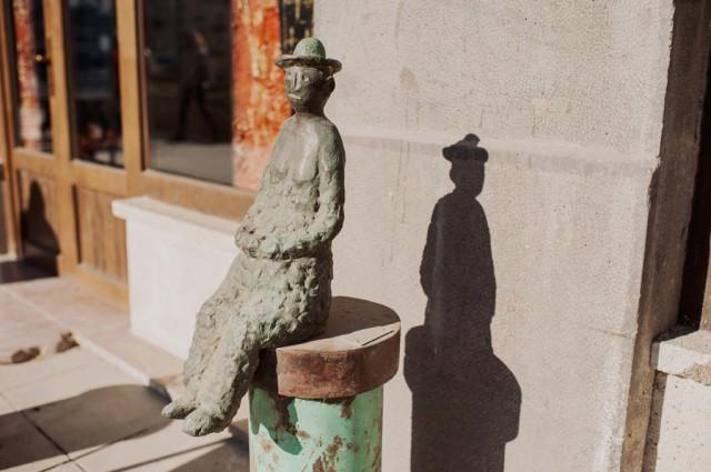 Милые скульптурки по всему центру