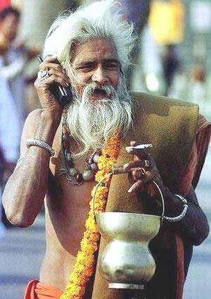 Индия: Приколы: Мобильный садху