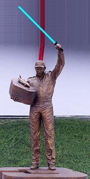 Памятник российскому сантехнику-джедаю в Гоа
