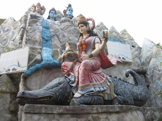 Богиня Ганга Деви на крокодиле.