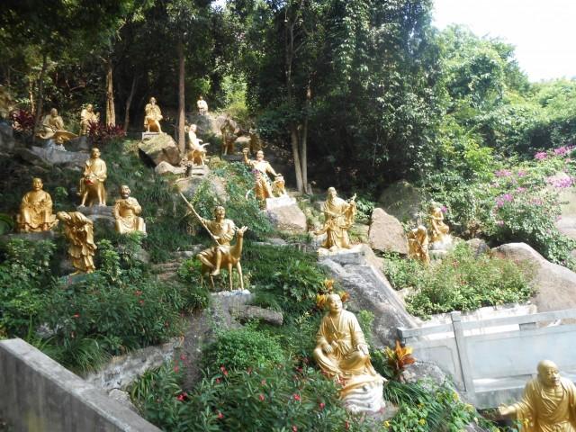 Гонконг  монастырь 10 тыс  Будд