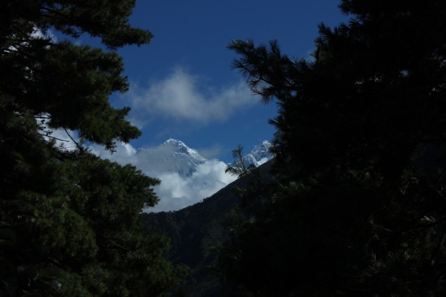первый раз показался Эверест