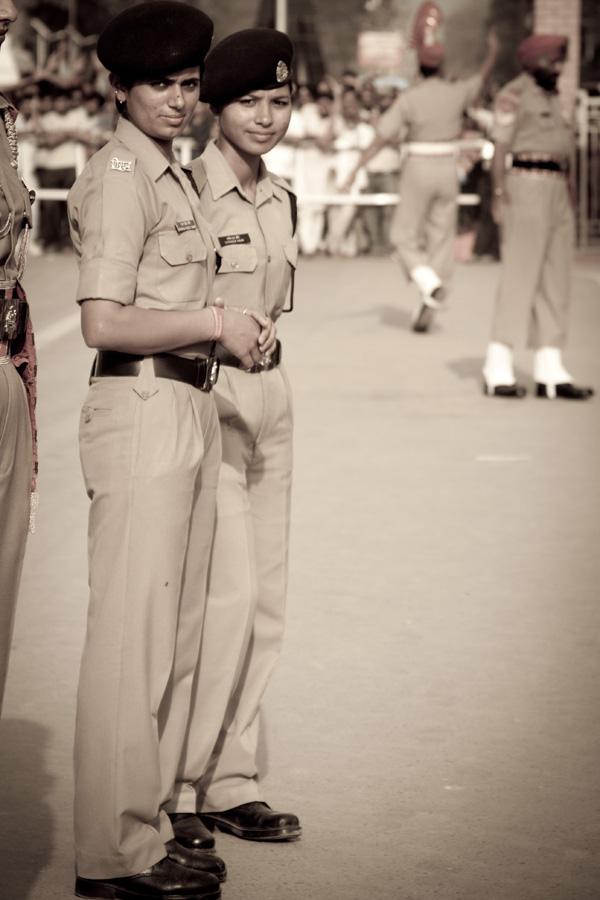 Дамы полицейские или военные