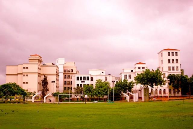 Стадион и школа