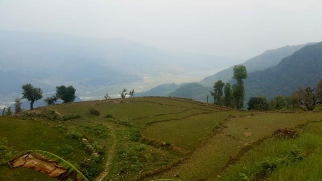 Таребхир. Вид на долину р. Харпан Кхола и оз. Пхева от крыльца комнаты с живым одеялом.