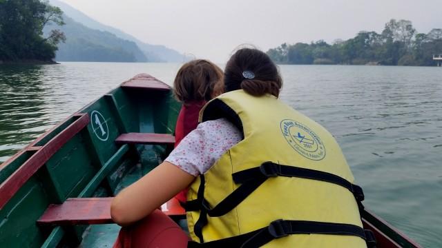 Катание на лодке по оз. Пхева (Фева)