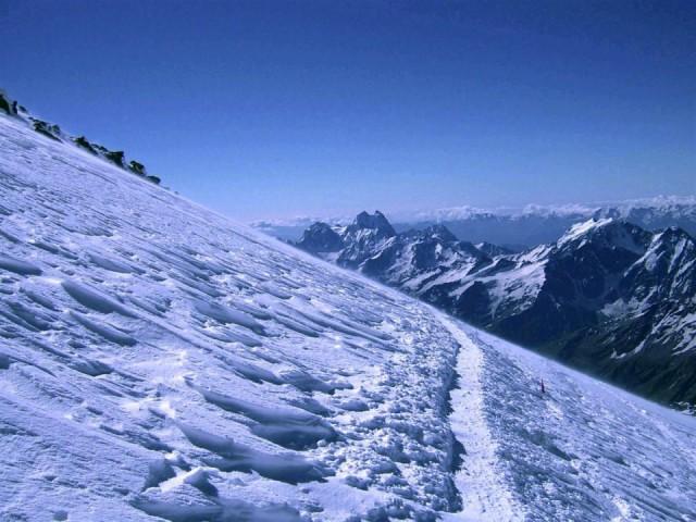 тропа на ведущая на вершину Эльбруса