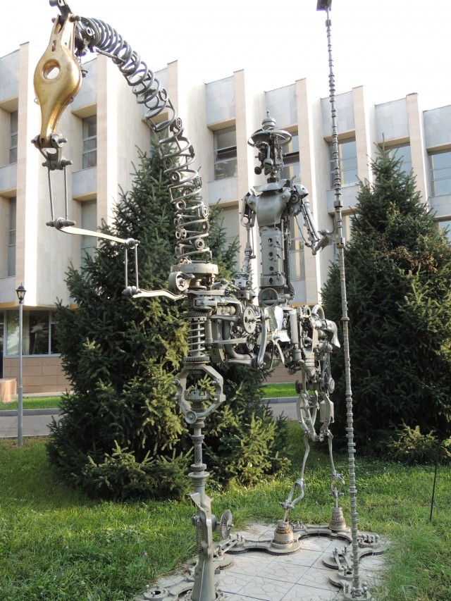возле музея ИЗО