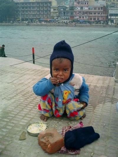 - голодный парень в Харидваре...