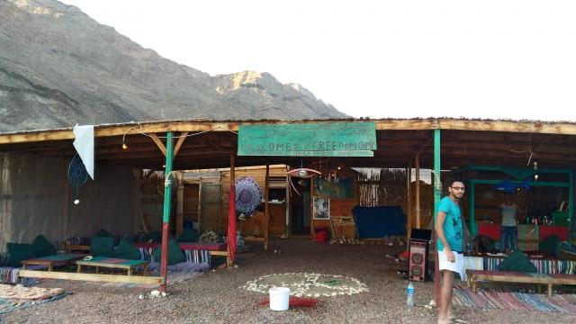 Ресторан, второй ресторан на берегу называется Freedom