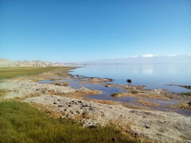вода озера  солено-кислая