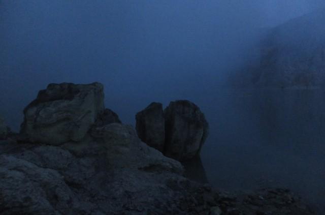 Вид на озеро перед рассветом