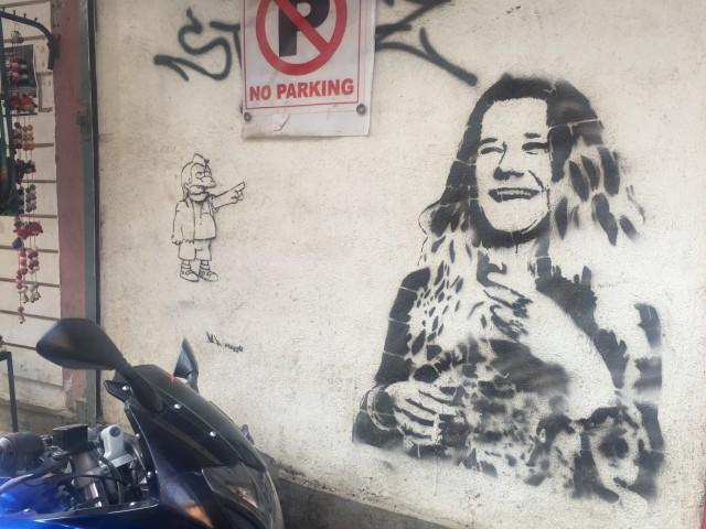 зато встретила такое чудное граффити. Местный чел сразу спросил меня, кто эта тетка. Дженис Джоплин ему ни о чем не сказала).