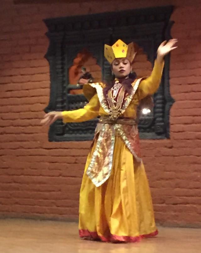 один из многочисленных танцев